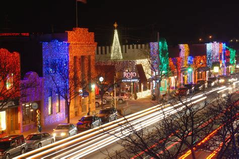 neighborhoods with the best holiday lights in metro