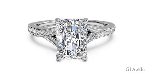 12 tips for buying an engagement ring