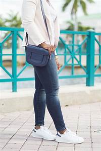 Outfit with blazer jeans and sneakers