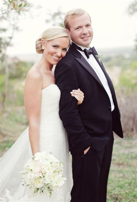 12012 country wedding photography poses hill country wedding by forever photography studio