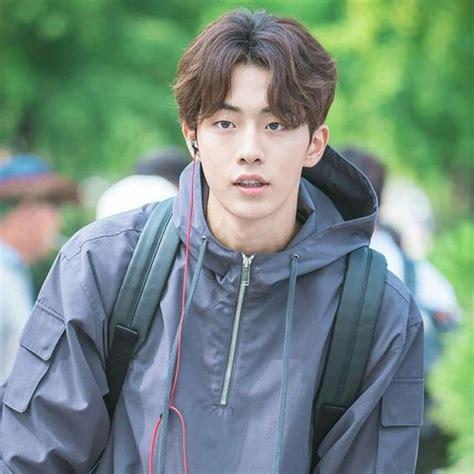 model model rambut kekinian ala pria gaul korea merahputih
