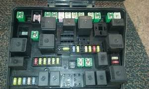 2007 2008 Chrysler Pacifica Engine Compartment Fuse Box