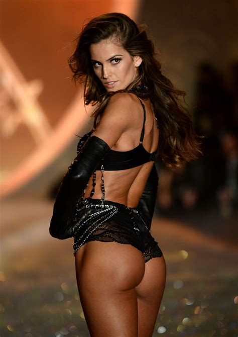 Pics Hot Bombshells At Worlds Sexiest Lingerie Fashion