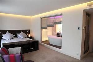 Chambre Salle De Bain : une salle de bains chromatique inspiration bain ~ Dailycaller-alerts.com Idées de Décoration