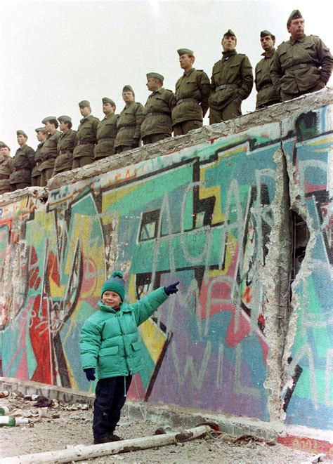 Wall Berlin by Remembering The Berlin Wall Photos The Big Picture
