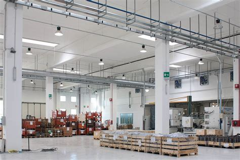 Lade A Led Per Capannoni Industriali Efficientamento Energetico Nell Industria Crea Luce Led