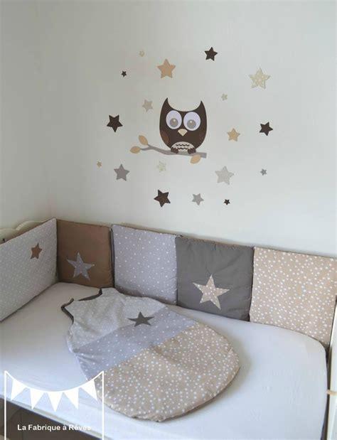 chambre bebe beige et taupe gigoteuse turbulette tour de lit étoiles gris beige taupe