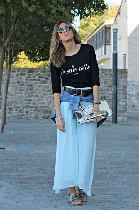 Cu00f3mo combinar una falda larga azul en otou00f1o - Look and Chic