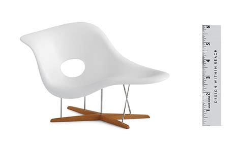 chaise design eames vitra miniatures collection eames la chaise design