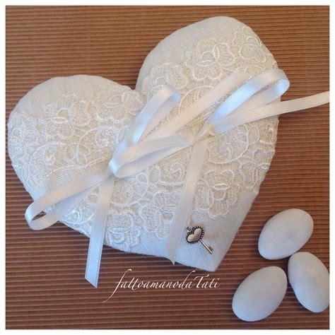 cuscino per fedi cuscino per le fedi a forma di cuore in lino bianco e