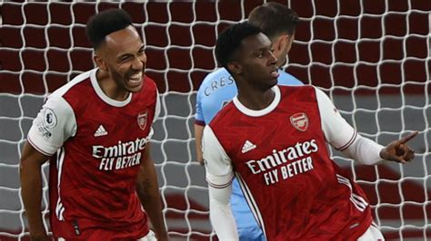 Aubameyang teaching Nketiah how to be a 'top striker' as ...