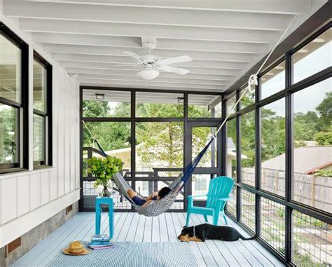 un coup de à ma véranda pour moins de 200 euros terrasse couverte 30 idées sur l 39 auvent en bois et la