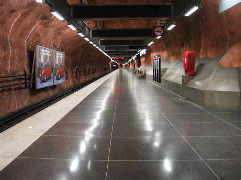 File:Stockholm subway radhuset 20050808 001.jpg ...