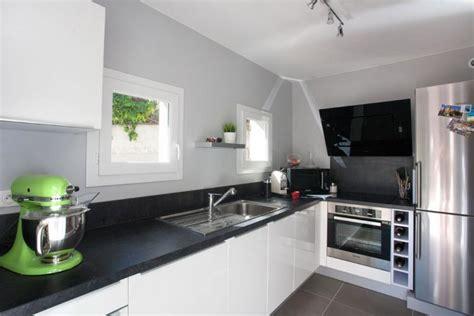photo cuisine blanche cuisine blanche noir et grise paoutoff photo n 61