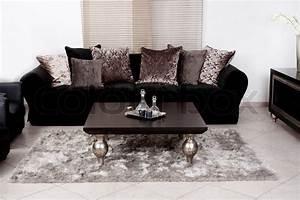Schwarzer Stoff Kaufen : moderne sort farvet stof sofa stue stock foto colourbox ~ Markanthonyermac.com Haus und Dekorationen