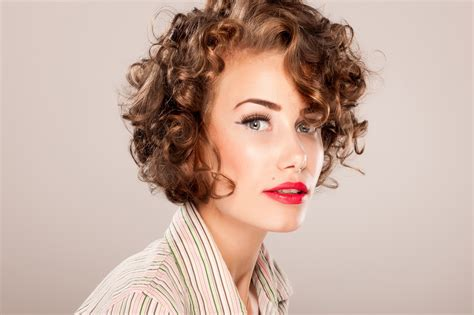 Short Curly Haircuts For Long Faces