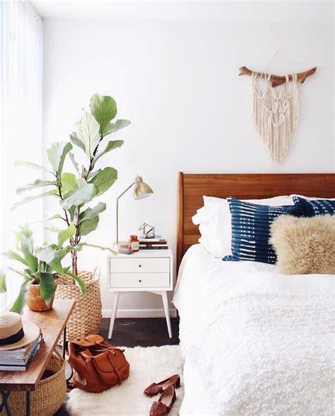 id馥 de tapisserie pour chambre adulte idée déco chambre adulte la tenture murale tissée s empare des murs