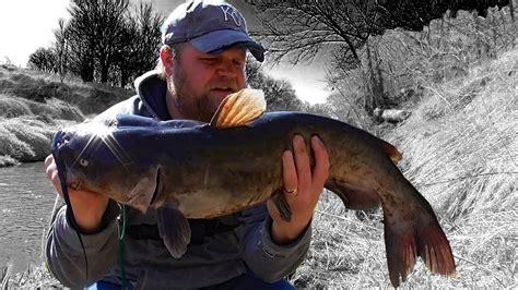catching catfish  bank poles big fish small river youtube