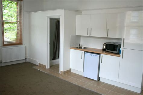 modern double bedsit main utility bills included