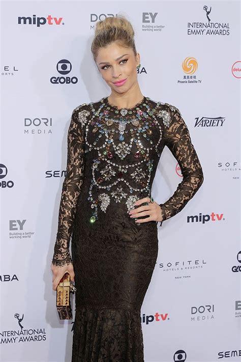 Grazi Massafera usa look Dolce&Gabbana em Emmy - Revista ...