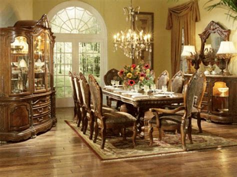welcoming  sophisticated american dining room