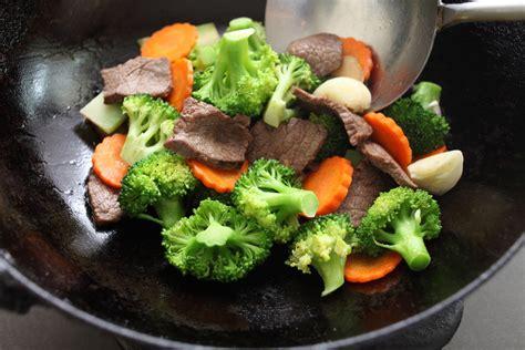 cuisiner un perdreau cuisiner avec un wok