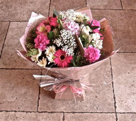 fiori per battesimo composizioni floreali battesimo zu83 187 regardsdefemmes