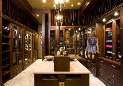 the luxury closet rooms you might expect in luxury homes