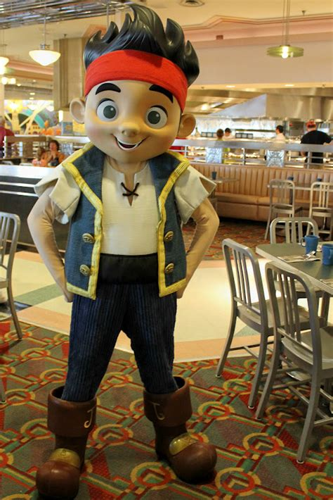 unofficial disney character hunting guide dining
