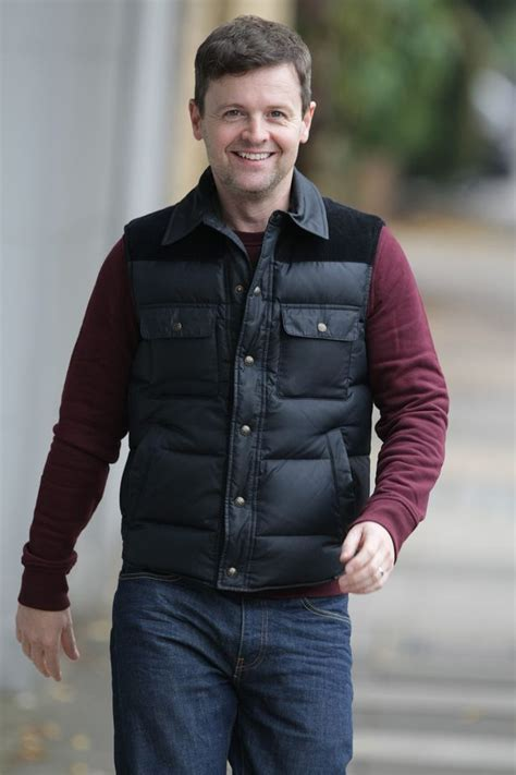 Declan Donnelly calls for help to settle Christmas dinner ...