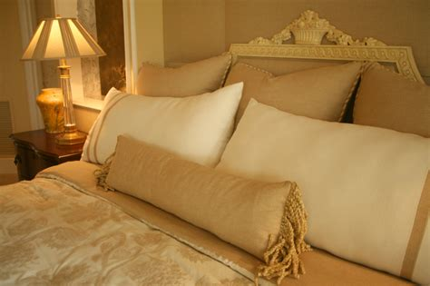 Oversized Decorative Pillows For Bed by 50 Decorative King And Bed Pillow Arrangements