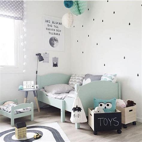 tapis bebe chambre la couleur mint dans la chambre bébé
