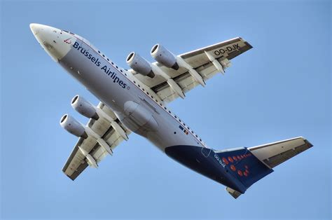 brussels airlines r ervation si e brussels airlines adds routes to compete with ryanair