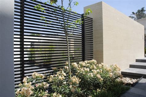 modern iron fence designs modern looking iron fence home design pinterest