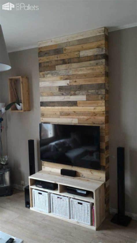 mur en bois de palettes entertainment center wall