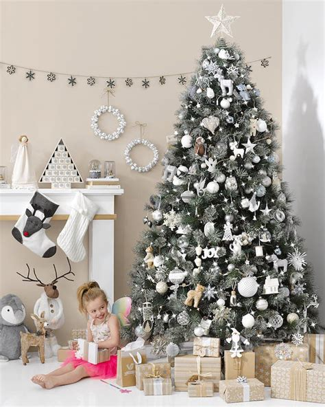 9 ultra chic monochromatic christmas tree decorating ideas