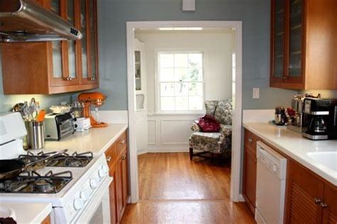 Blue Kitchen Walls With Brown Cabinets by Blue Grey Walls With Oak Cabinets My Own Space In 2019