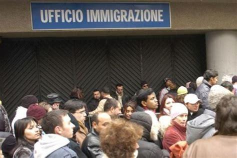 ufficio immigrazione ferrara immigrazione scoperto falsario forniva permessi di