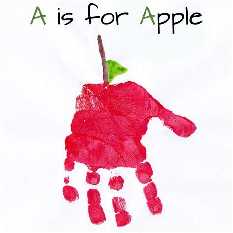 Mommy Minutes Alphabet Handprint Art