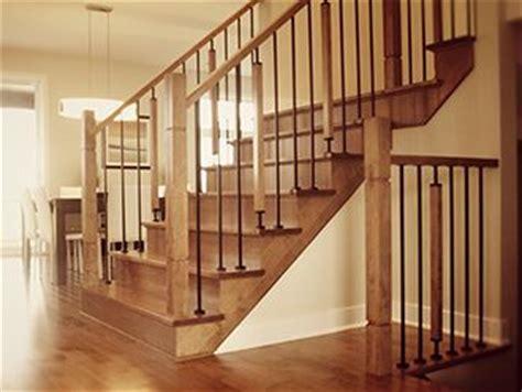 barreau fer forge escalier re d escalier merisier teint avec barreau en fer forg 233 maison