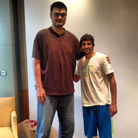 Photos Of Yao Ming Making People Look Tiny Business Insider
