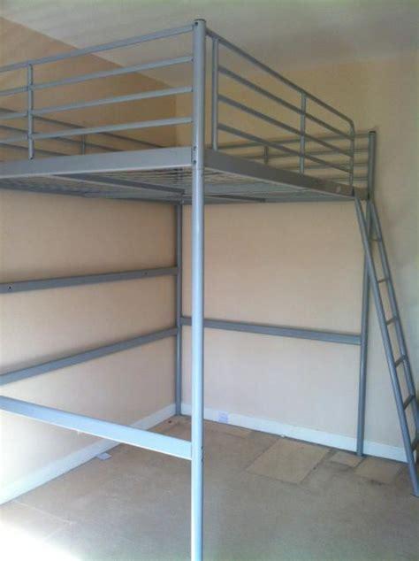 lit mezzanine metal avec bureau troc echange mezzanine couchage en fer gris avec