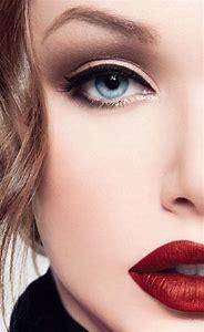 Eye Liner Red Lips