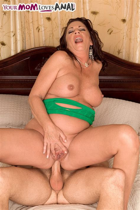 Busty Mature Lady Margo Sullivan Seduces Her Guy For A