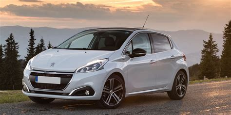Peugeot 208 Review | carwow