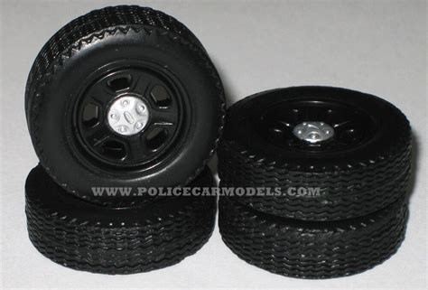 1/25 Ford 5 Spoke Rim & Tire Replacement Set For