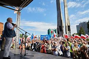 Democracy icon Lech Walesa joins Poland anti-government ...
