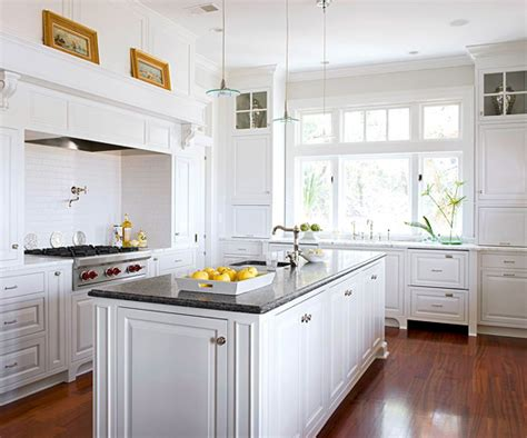 White Kitchen Cabinets Decorating