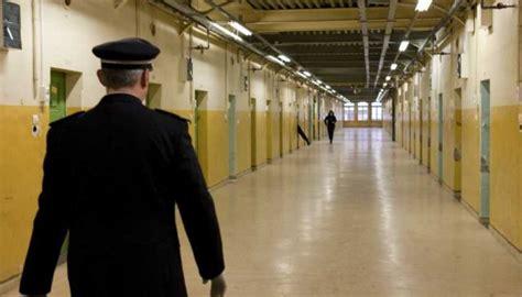 gardiens de prison en col 232 re les politiques n ont pas