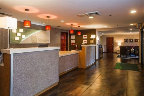 hotel lobby reception desk picture  holiday inn